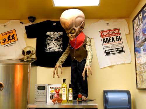 alien_in_corner